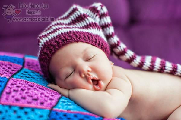 Újszülöttfotózás - Manósapkás baba