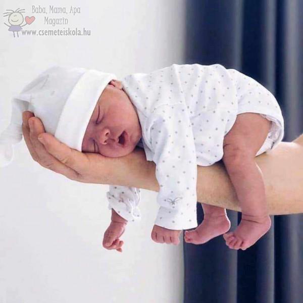 Alszik, babafotó