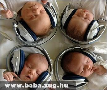 Zenekedvelõ babák