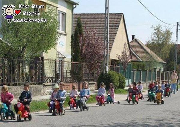 Közlekedjünk biztonságosan, már kicsi gyermekkortól is!