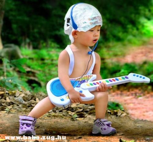 Zenész lesz nagykorában