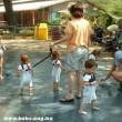 Pórázon a gyerekek